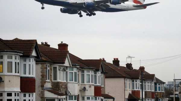 UK gov't backs expansion of London's Heathrow Airport