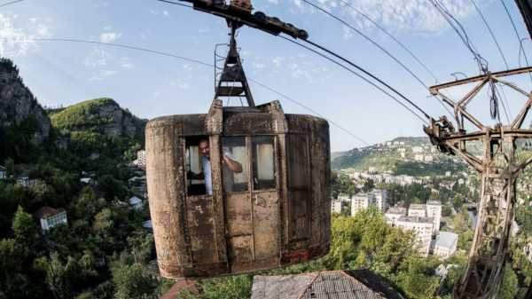 AP PHOTOS: Georgia cable car network makes for wild commute